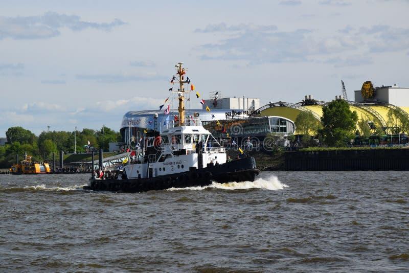 Boten bij St pauli-Landungsbrucken, Hafengeburtstag - de Viering van de Havenverjaardag stock afbeelding