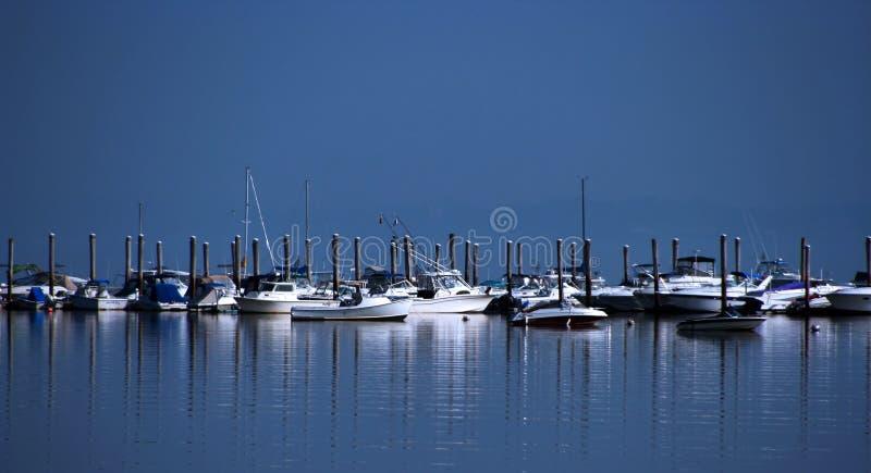Boten in de haven stock foto