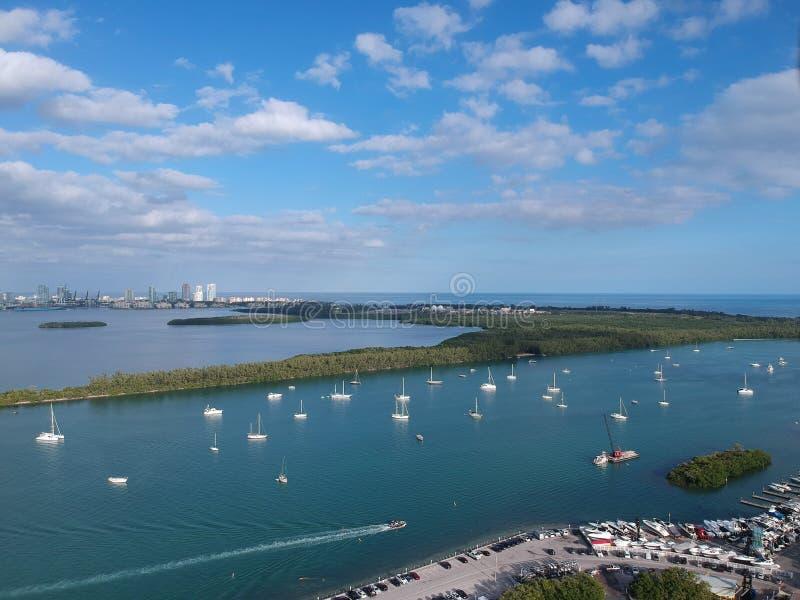Boten in de jachthaven die van Miami worden verankerd royalty-vrije stock afbeelding