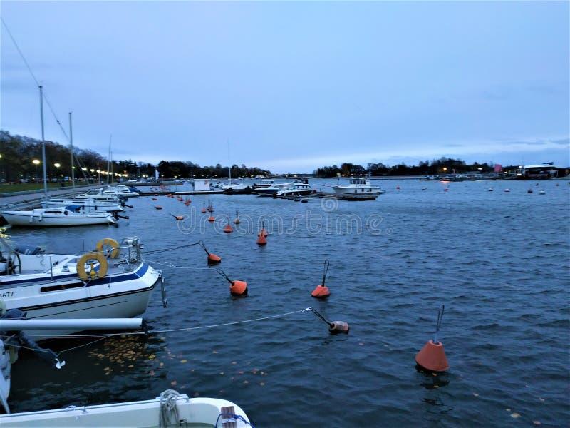 Boten in de Merisataman-jachtclub tussen Eira en Ullanlinna in Helsinki stock fotografie