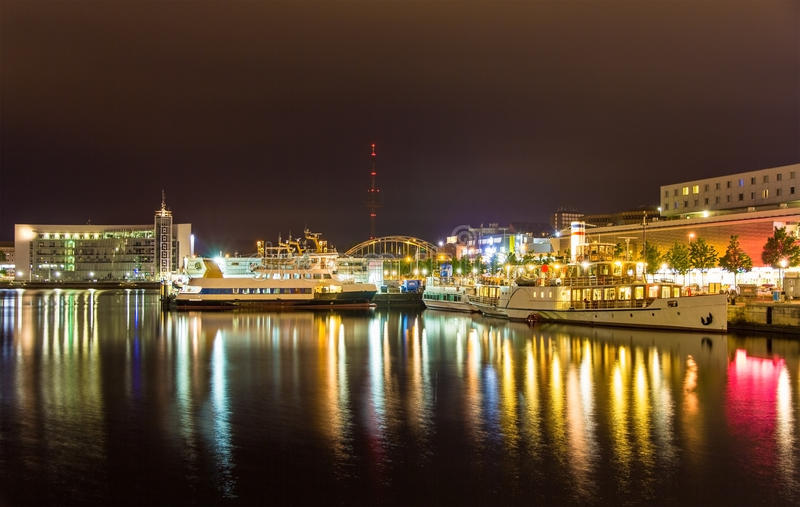 Boten in de zeehaven van Kiel - Duitsland stock foto