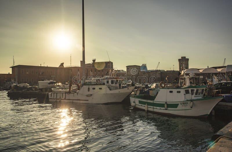 Boten die in de haven van Livorno worden vastgelegd stock foto