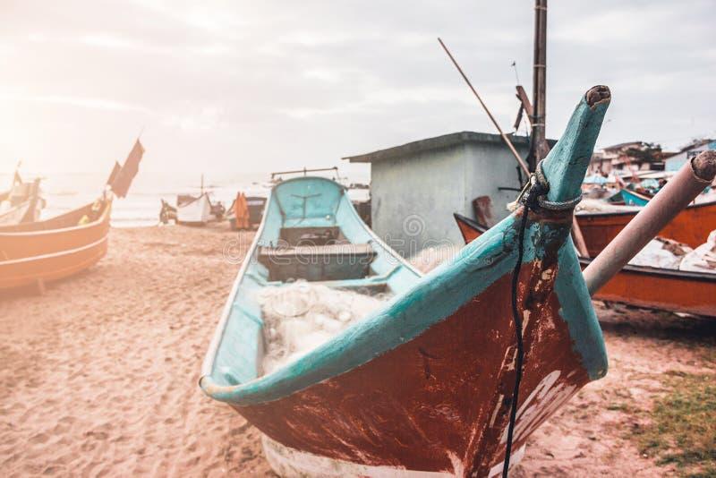 Boten door het overzees op een zonnige dag stock foto