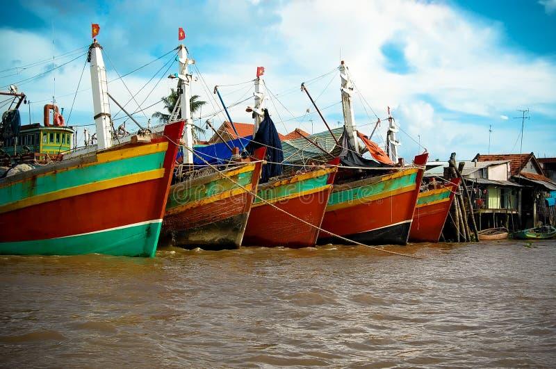 Boten in Mekong Deltahaven stock foto's