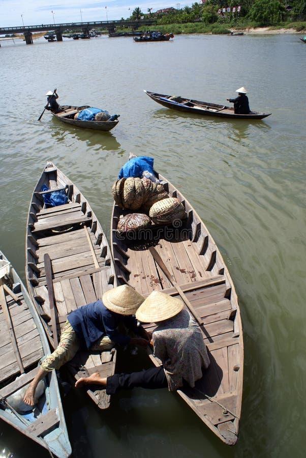 Boten op de rivier stock afbeelding