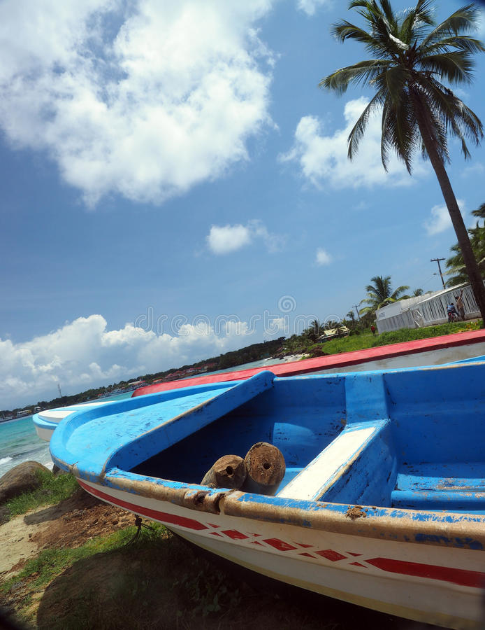 Boten op Eiland van het de Baai het Grote Graan van Brig van de strandkust, Nicaragua, Centr stock fotografie