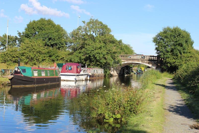 Boten op het Kanaal van Lancaster in Garstang, Lancashire stock foto's