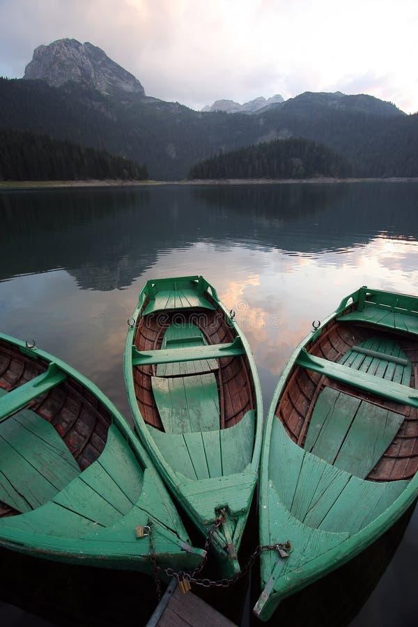 Boten op het meer stock fotografie