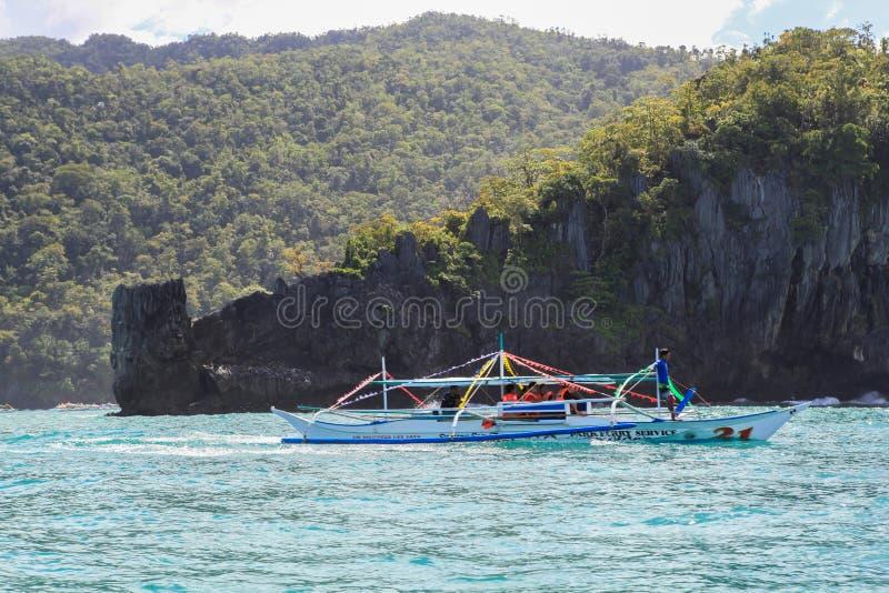 Boten op het strand van Gr Nido, Filippijnen royalty-vrije stock afbeeldingen
