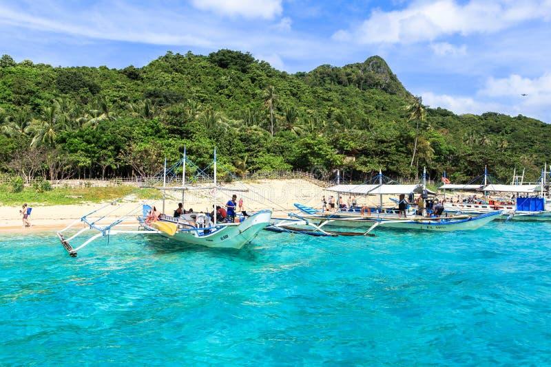 Boten op het strand van Gr Nido, Filippijnen stock fotografie