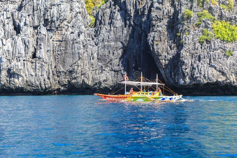 Boten op het strand van Gr Nido, Filippijnen stock afbeeldingen