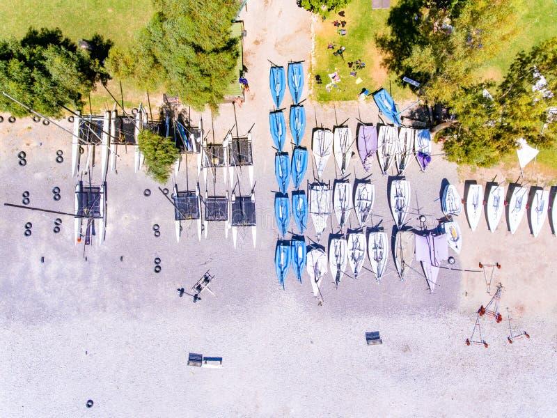 Boten op het strand in Vasiliki Lefkada Greece royalty-vrije stock foto