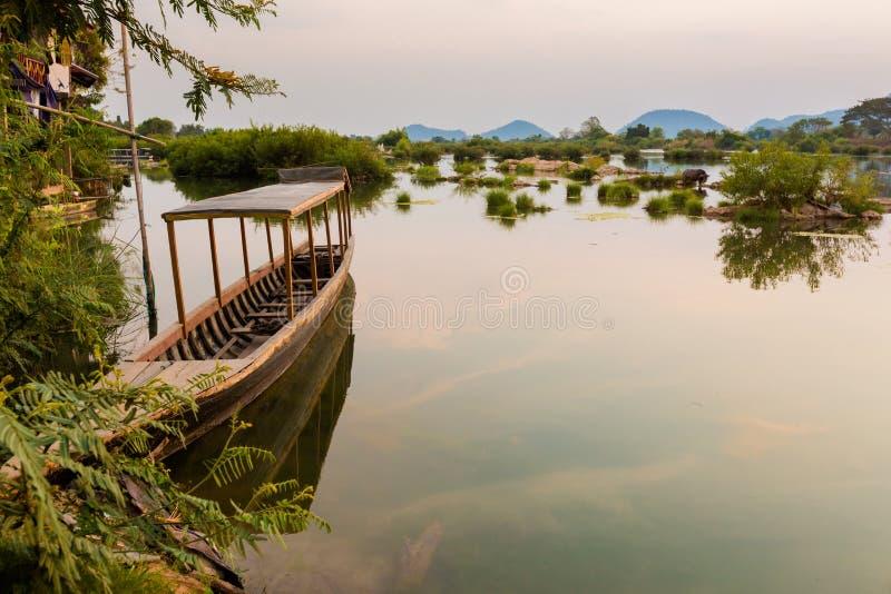 Boten op Mekhong Don Det royalty-vrije stock fotografie
