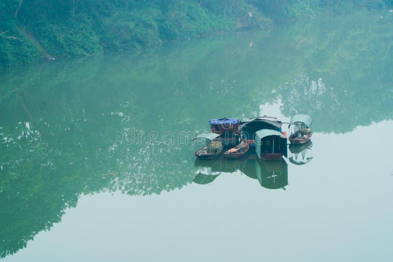 Boten op Rode Rivier, Hanoi Vietnam royalty-vrije stock afbeeldingen