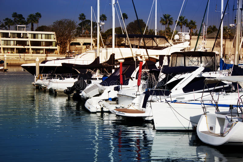 Boten op Water in Marina Del Ray in Zuidelijk Californië stock afbeelding