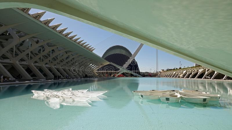 Boten in Stad van Kunsten en Wetenschappen in Valencia, Spanje stock foto's