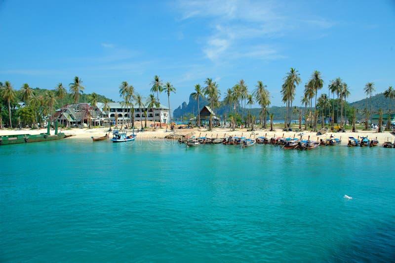 Boten, strand, en paradijs. royalty-vrije stock foto
