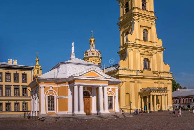 Botenhuis dichtbij de Kathedraal van Peter en Paul in de Peter en van Paul vesting royalty-vrije stock foto