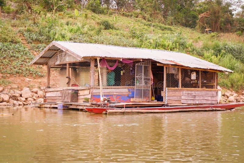 Botenhuis die Mekong Rivier vissen stock afbeeldingen