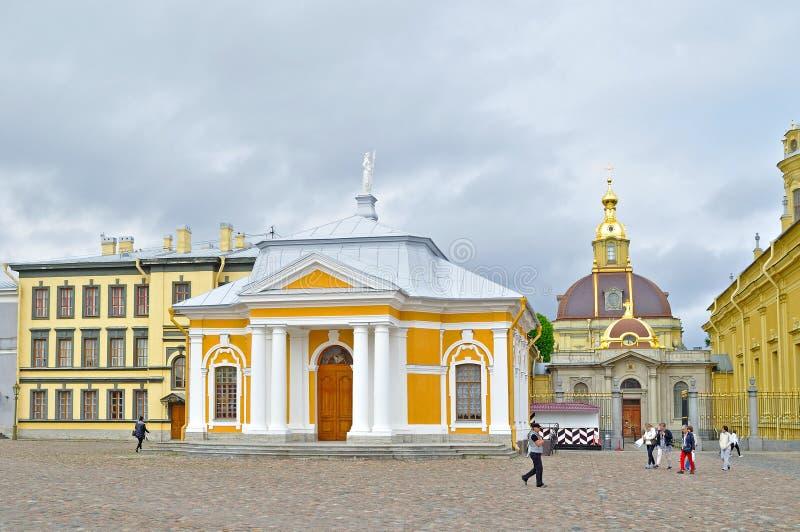 Botenhuis van Peter het Grote en Groothertogelijke Keizerhuis van de Begrafeniskluis van Romanov, Peter en Paul Fortress, Heilige royalty-vrije stock fotografie