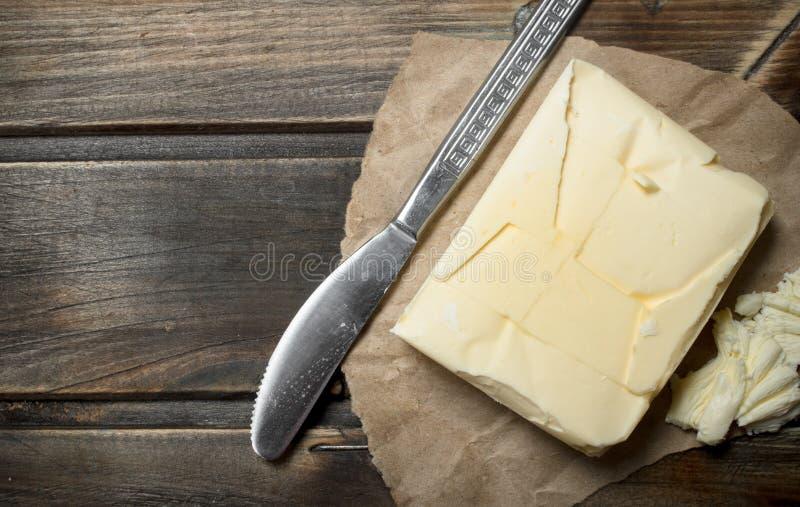 Boter met een mes stock fotografie