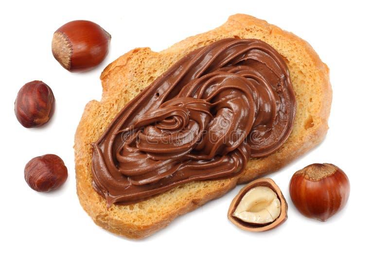 Boterham met chocoladeroom met hazelnoot op witte achtergrond wordt geïsoleerd die Hoogste mening royalty-vrije stock foto's