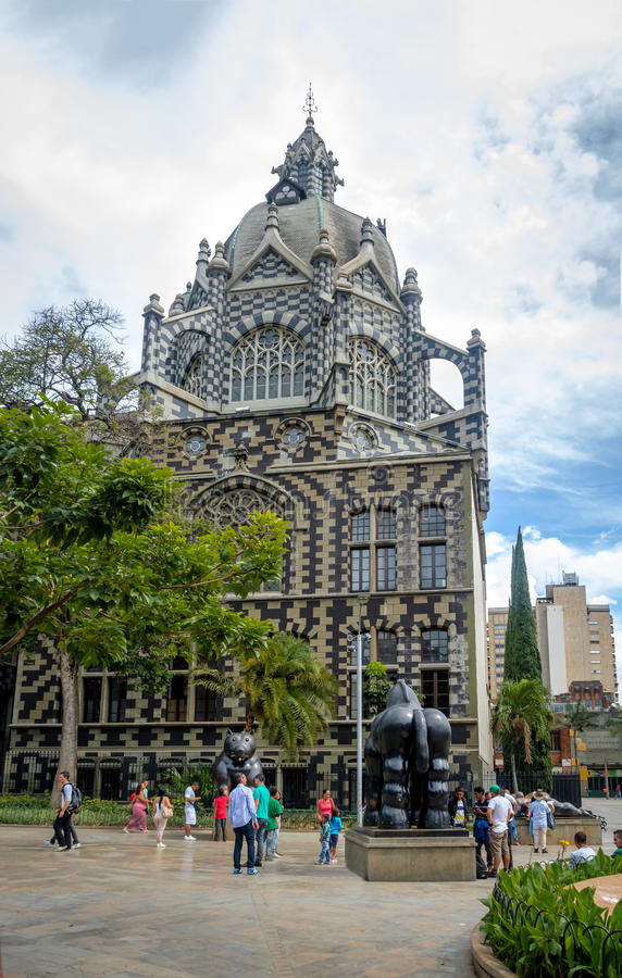 Botero广场和劳动人民文化宫-麦德林,安蒂奥基亚省,哥伦比亚 免版税库存照片