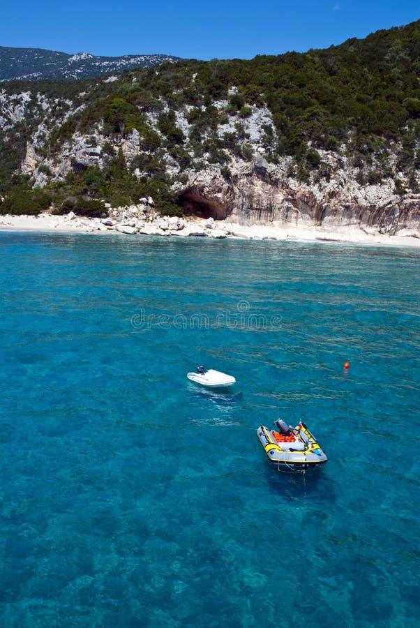 Botes bonitos do mar e do motor imagem de stock royalty free
