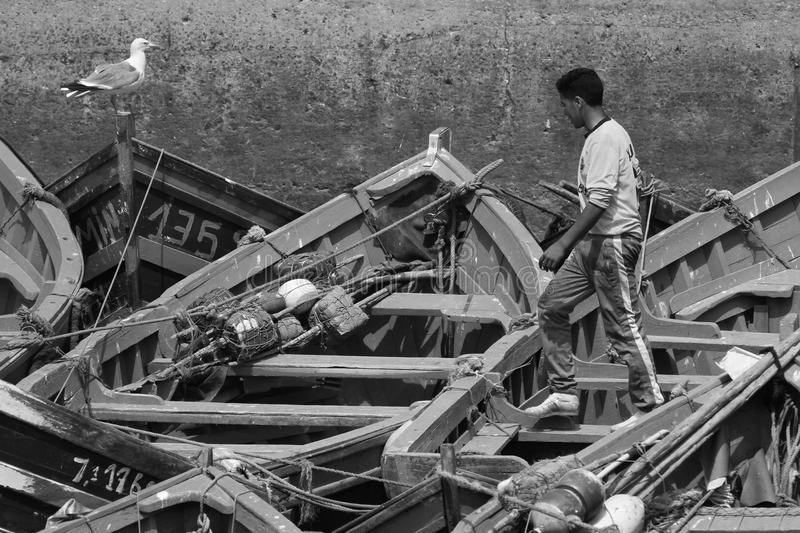 Botes pequeños de la travesía del pescador foto de archivo