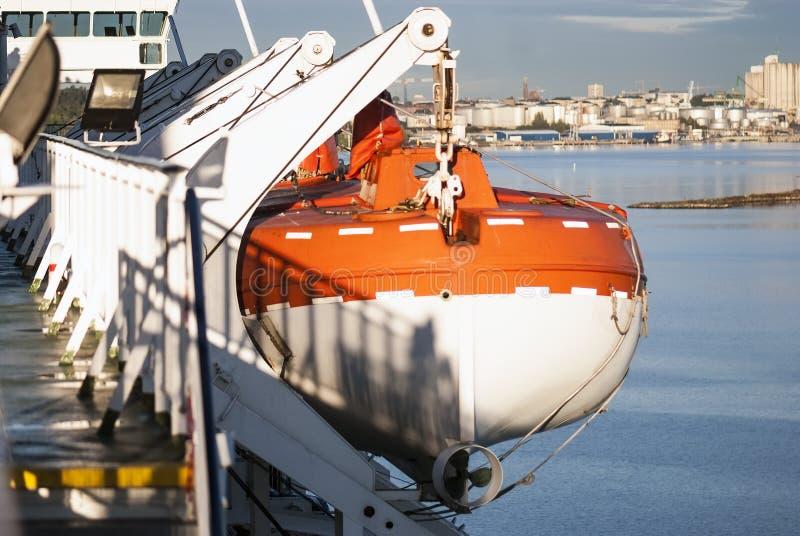Botes salvavidas, visión desde la nave fotos de archivo