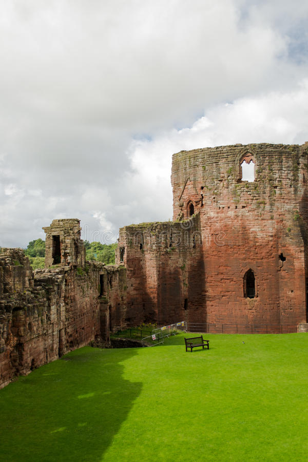 Free Bothwell Castle In Scotland Royalty Free Stock Photos - 29834128