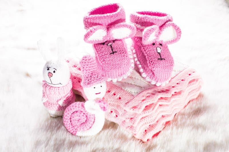 Botines hechos punto del bebé foto de archivo libre de regalías