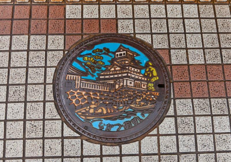 Botola della fogna con l'immagine del castello di Nakatsu fotografia stock libera da diritti