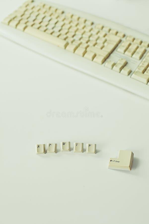 Botones con la palabra Admin y los teclados de ordenador viejos imagen de archivo