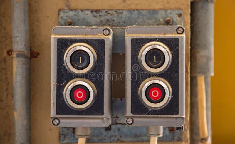Botones de inserción, panel de control retro industrial antiguo. Iniciar, detener concepto imagen de archivo