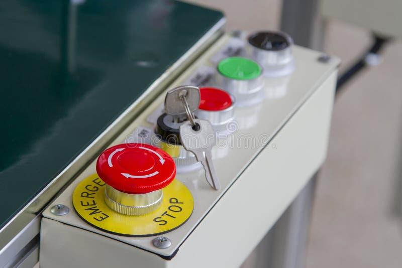 Botones de la emergencia y otras llaves en las llaves imagenes de archivo