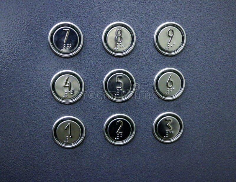 Botones del elevador con números y símbolos para con deficiencias visuales y ciego imagen de archivo