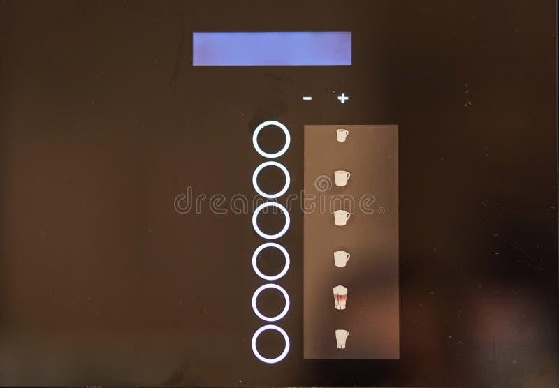 Botones del tacto en la máquina expendedora Cierre de la m?quina del caf? para arriba fotos de archivo libres de regalías