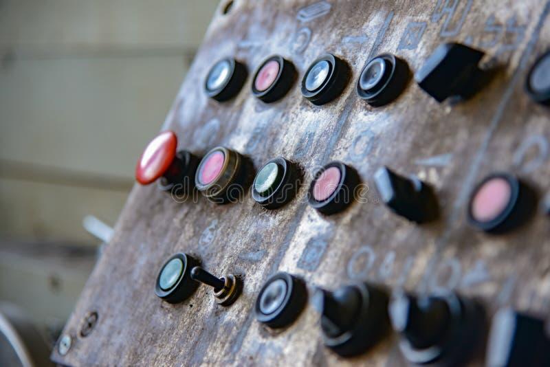 Botones y equipo teledirigido de la máquina para la operación humana en la empresa imagenes de archivo
