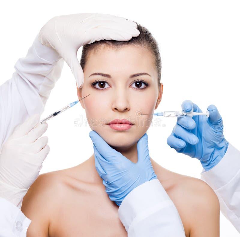 Botox Einspritzung in der weiblichen Haut stockfotografie