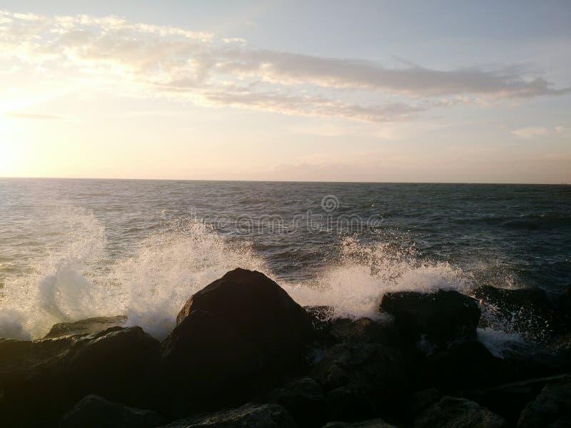 Botsende golven royalty-vrije stock foto
