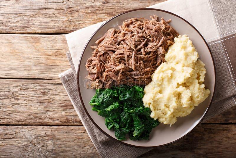 Botswana kuchnia: seswaa wołowiny gulasz z papka szpinakiem i owsianką obraz royalty free