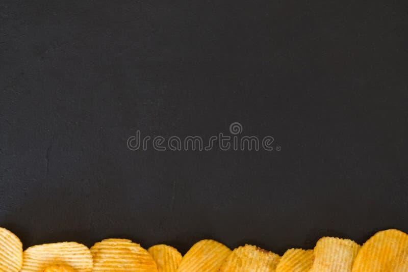 Botten för chips för potatis för chipmatbakgrund ridged arkivbilder