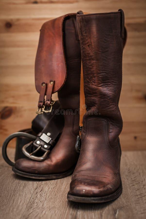 Bottes en cuir et ceintures image libre de droits