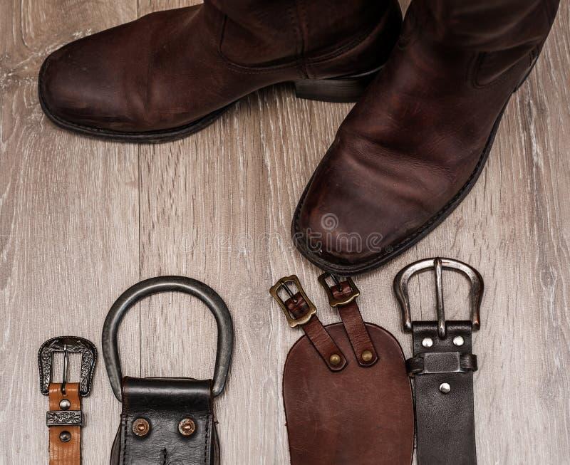 Bottes et ceinture en cuir image libre de droits