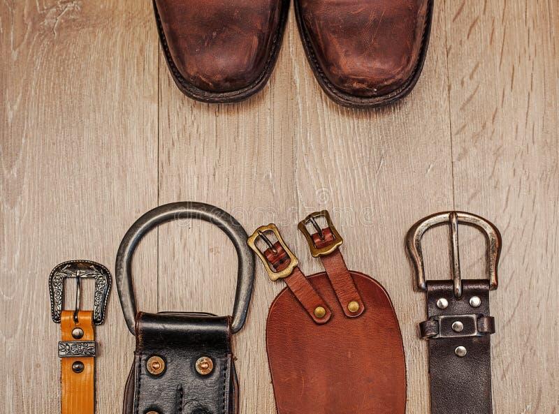 Bottes et ceinture en cuir photographie stock libre de droits