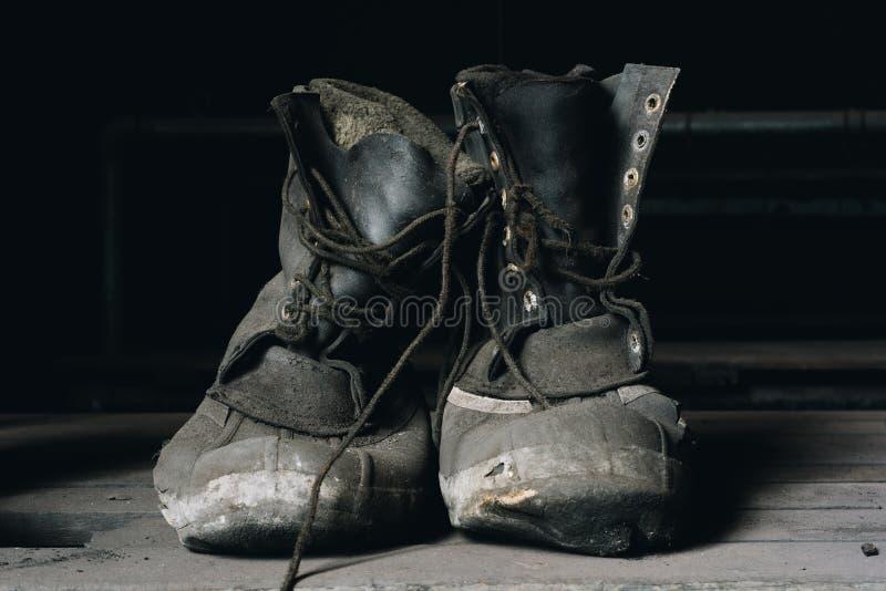 Bottes usées de travail - St abandonné Nicholas Coal Breaker - Pennsylvanie images libres de droits