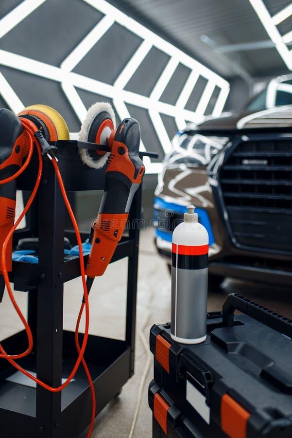 Bottiglia con polveriera di protezione, dettagli dell'auto fotografie stock