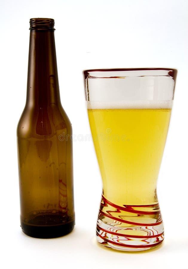Bottiglia di birra e vetro fotografie stock
