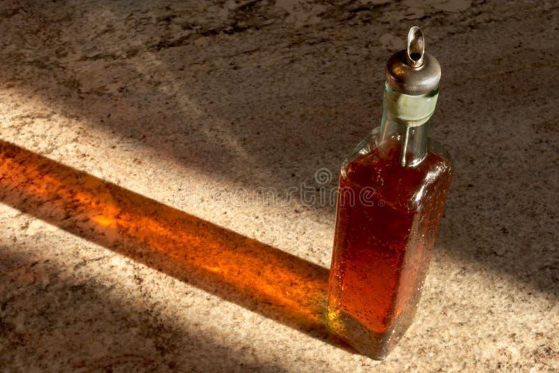 Download Bottiglia Del Sapone Del Piatto Immagine Stock - Immagine di vetro, sapone: 215529